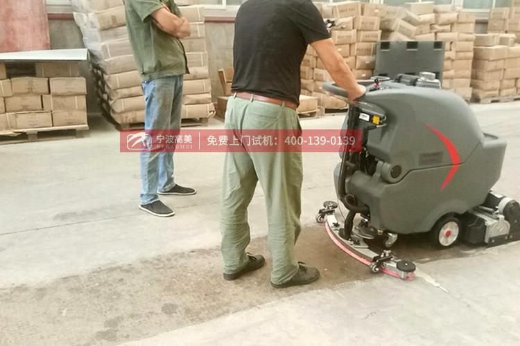 中国全自动洗地机/车厂家(电瓶式洗地机适合任何工业场所)