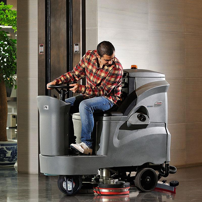 机场地面清洁的全自动洗地机要多少钱一台